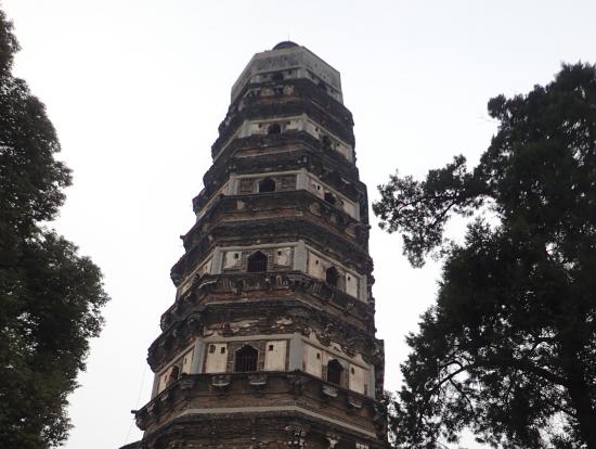蘇州の虎丘の斜めの塔