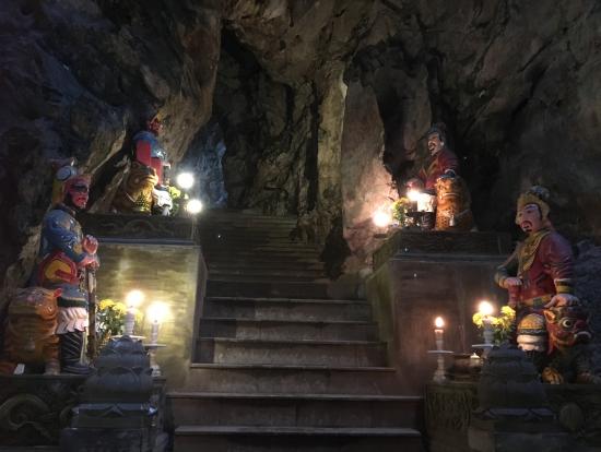 五行山の洞窟内