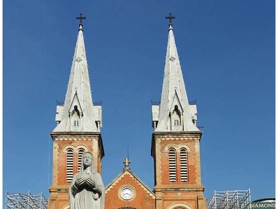 聖母マリア教会:ネオ・ゴシック教会は現在工事中で見学不可