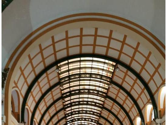 中央郵便局内部:当時のフランスの最新デザインのお洒落な天井