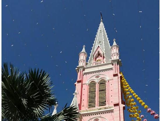 タンディン教会:すべてピンクの可愛くて美しい教会