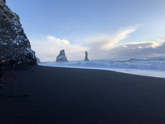 日本の海岸では見られない波の高さ