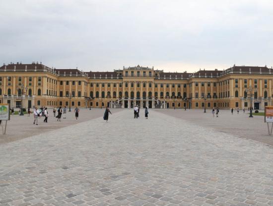 正面からの宮殿