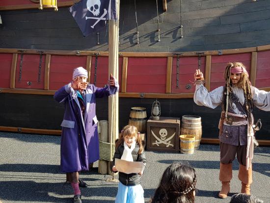 海賊から、仲間になった証明書を孫が貰いました。