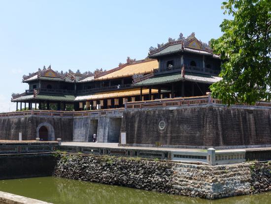 グエン王朝宮殿