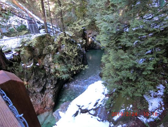 リン渓谷の雪の階段