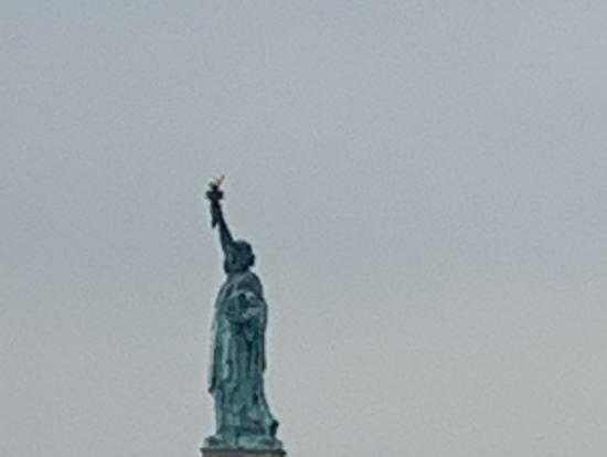 自由の女神のそばで写真が撮れた。上陸しなくても満足。