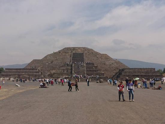 死者の道と月のピラミッド