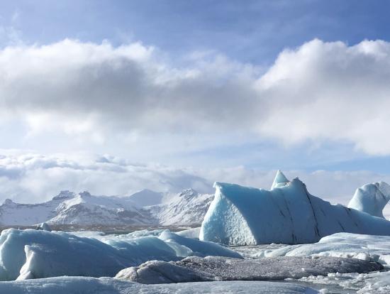 キレイなブルー氷河でした