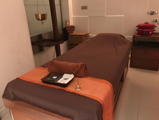 このお部屋はベッドが2台ありました。お友達とも一緒に施術できます。