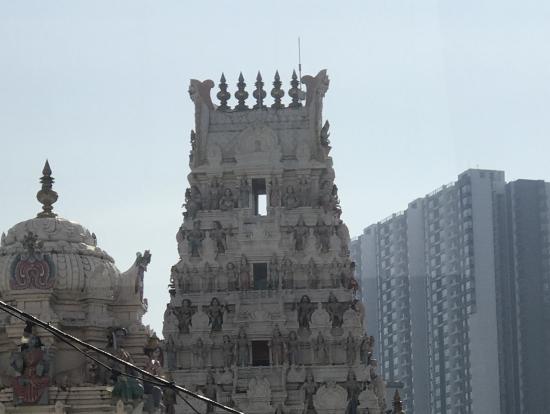 車窓からの風景、ヒンズー教のお寺