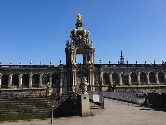 ツヴィンガー宮殿入口