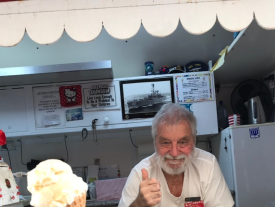 陽気なアイスクリーム屋さん