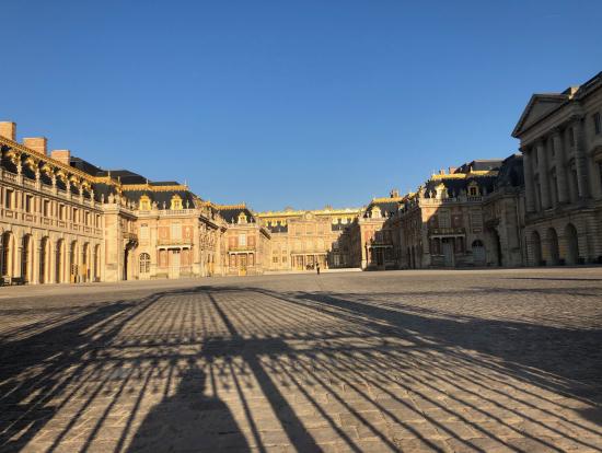 まだ誰もいない朝一の宮殿