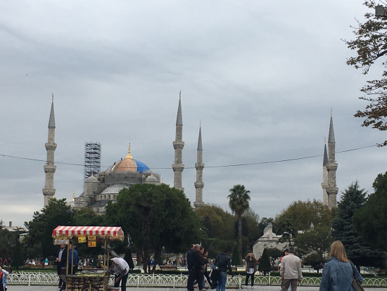 ブルーモスク 改修のため尖塔が1つありませんでした