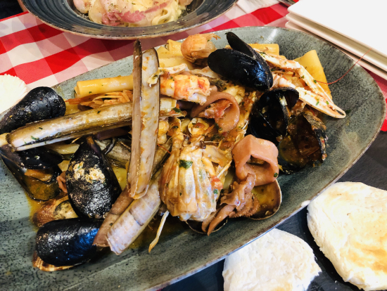 Da Eraldoのシーフードパスタ、麺は極太