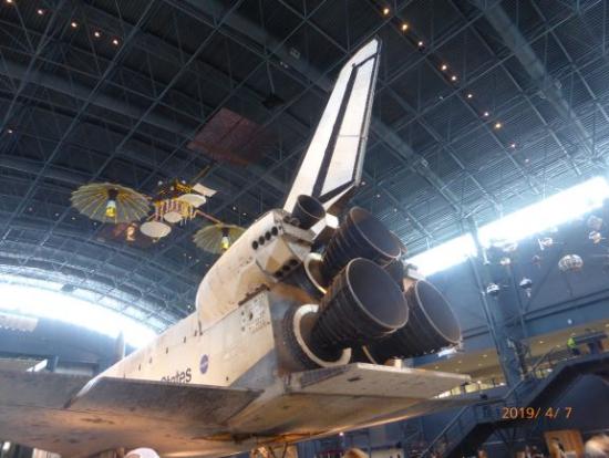 後ろ姿も独特のスペースシャトル