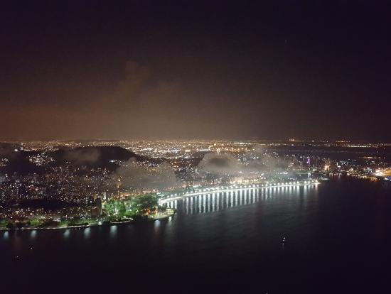 午後発ではポンジアスーカル到着時には夜になっています。
