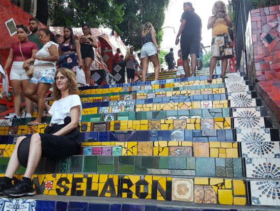 観光客も多く賑わうセラロン階段。