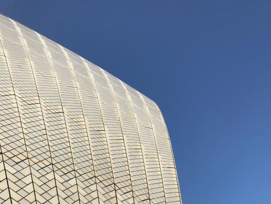 オペラハウス の屋根はタイル張り
