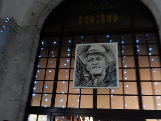 ホールの入り口に飾られてる写真です。