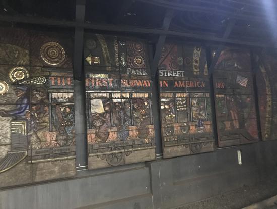 最初の地下鉄の駅