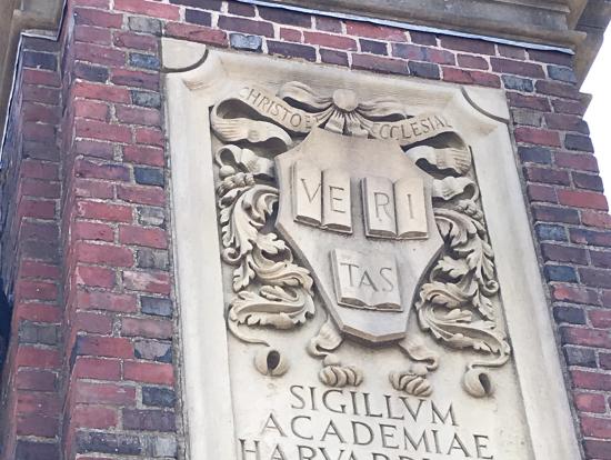 ハーバード大学の校章?