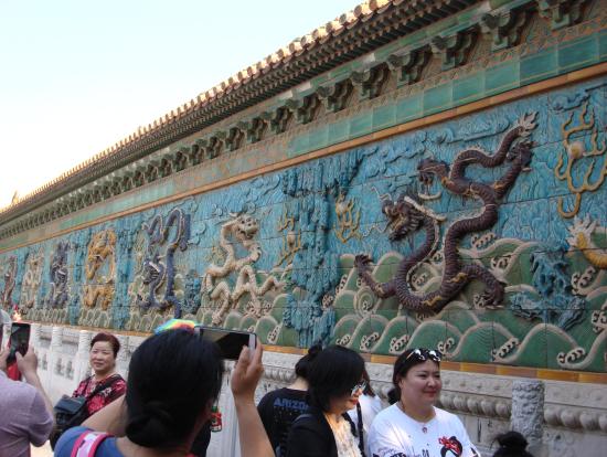 瑠璃瓦による九龍壁。故宮博物院全てに圧倒されます。