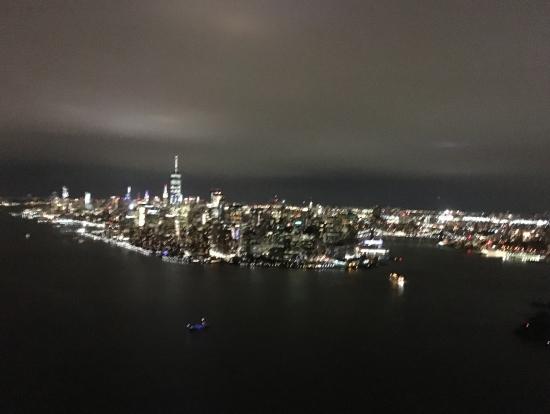 マンハッタンに沿って北上していきます。