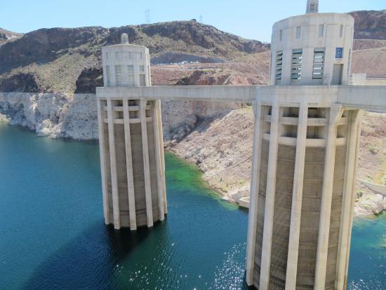 ダム湖側の取水塔です。