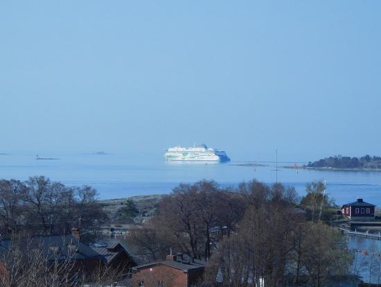タリンへ行く船です。