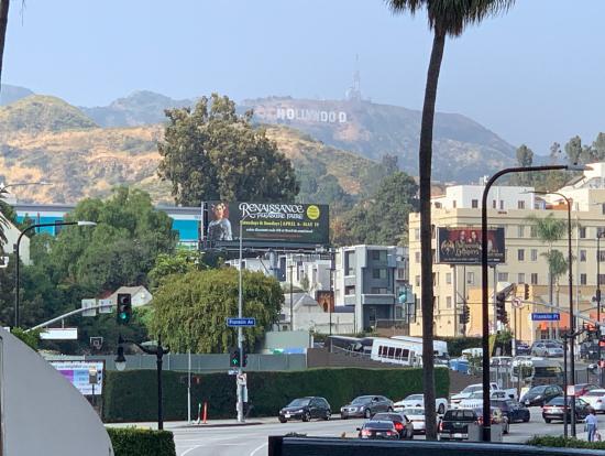 ハリウッドハイランドから望むハリウッドサイン
