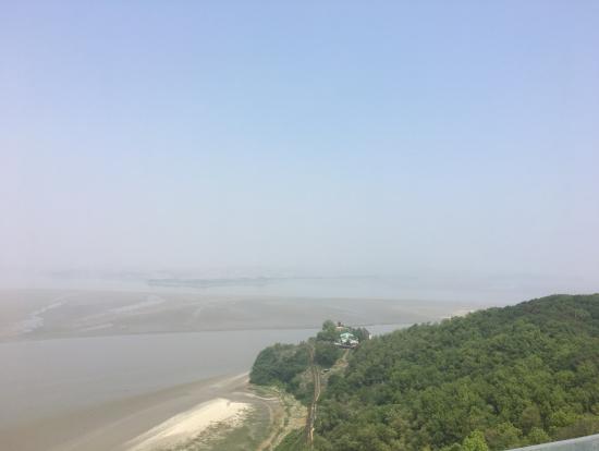 イムジン河の向こうに北朝鮮が霞んで見えます