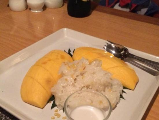甘いもち米とマンゴー、ココナッツソースをかけて食べました
