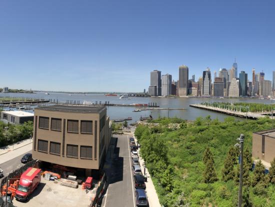 ブルックリンから見たローワーマンハッタン