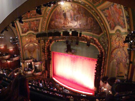 開演前の劇場