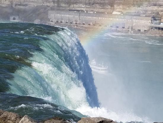虹とのコントラストがきれいな写真がとれました。