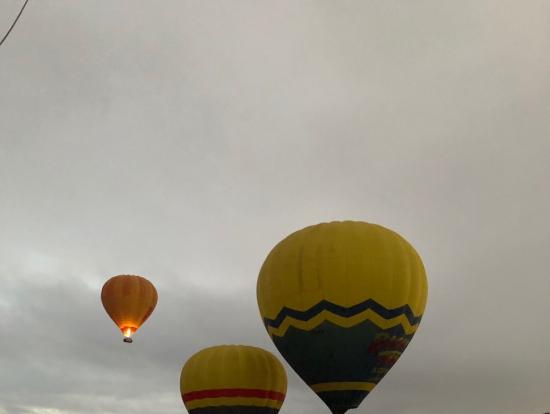 先に飛び立った熱気球