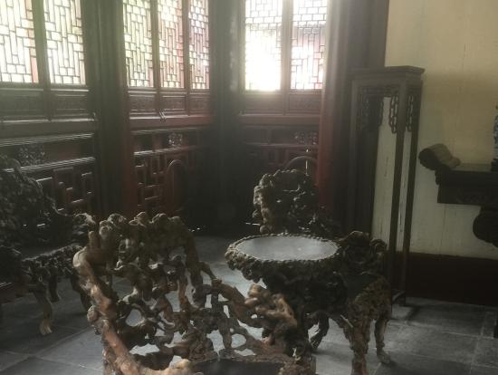 マングローブでできている椅子