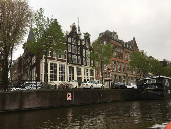 アムステルダム運河をボートで一周