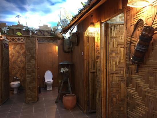 入り口付近にあるおもしろいトイレ