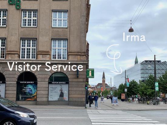 Visitor Serviceの場所。「i」が目印。