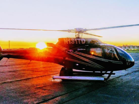 パワフルな大型ヘリコプター
