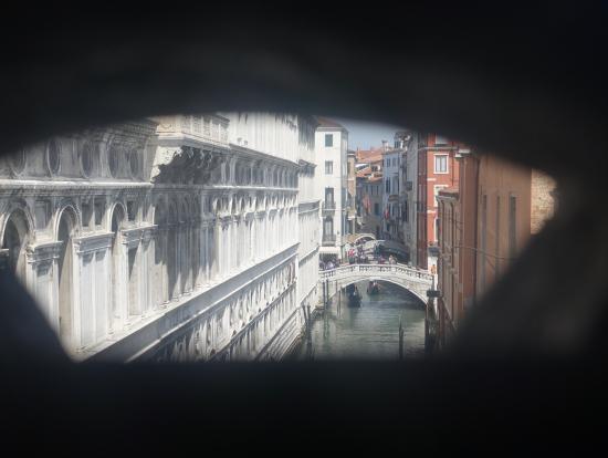 ためいき橋から見える運河や建物