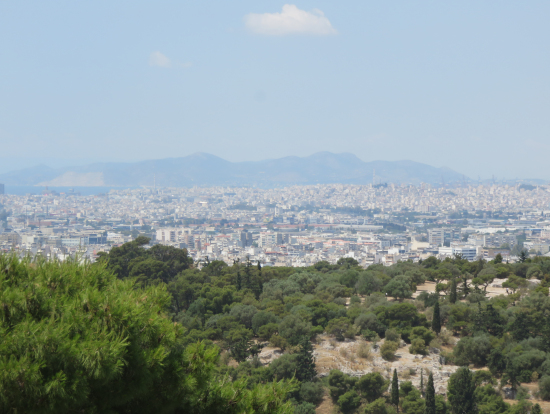 アクロポリス丘から古代アゴラとピレウス港方面