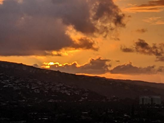 日の出後かな ちょっと雲で太陽が見えてないけど
