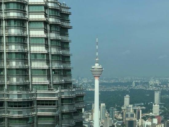 高層階からKLタワーを眺める