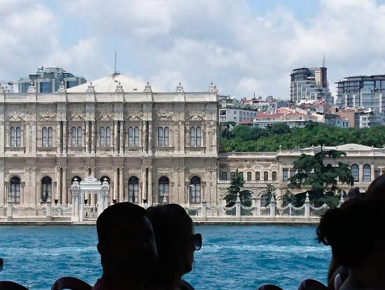 クルーズ船から見たドルマバフチェ宮殿