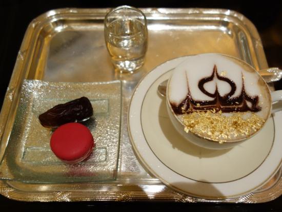 エミレーツパレス内で有名な高級黄金カプチーノ