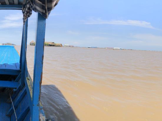 ボートから見たトンレサップ湖